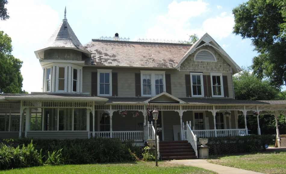 the traditional architectural style in the early Get expert advice on traditional architectural styles, including victorian, mediterranean, cape cod and colonial designs.
